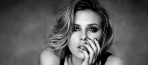 Scarlett Johansson volta à música