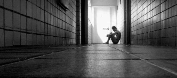 Evitar a solidão é o melhor remédio.