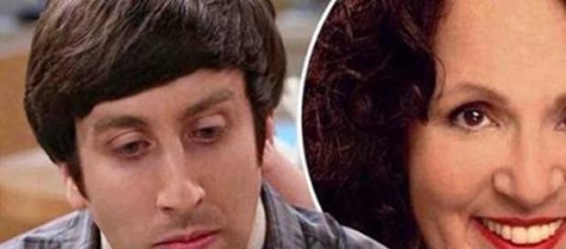 Howard se despide de su madre en la serie