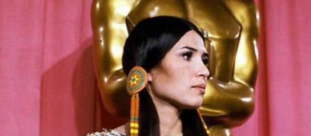 La misteriosa apache Sacheen Littlefeather