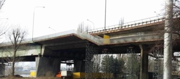 Widoczne uszczerbki konstrukcji i podpory
