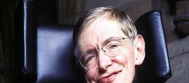 Stephen Hawking felicita a Eddie Redmayne