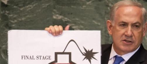 Netanyhau mentre illustra la minaccia iraniana