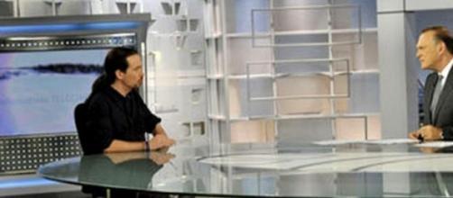 Pablo Iglesias y Pedro Piqueras en Telecinco