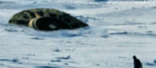 Ufo: Oggetto volante cade in un lago in Canada