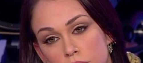 Valentina bacia Gianluca, Mariano piange