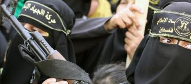 Brigada feminina al-Khanssaa patrulha Raqqa