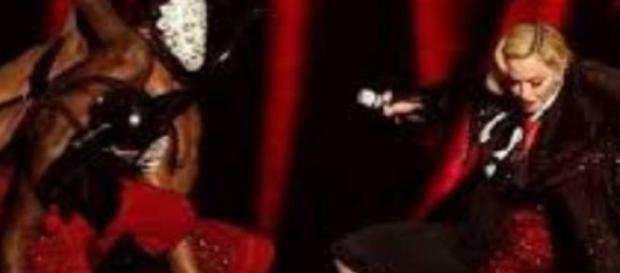 Caduta di Madonna dal palco