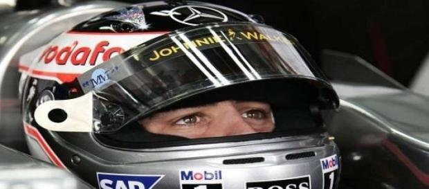 Escuderia McLaren culpa o vento por acidente