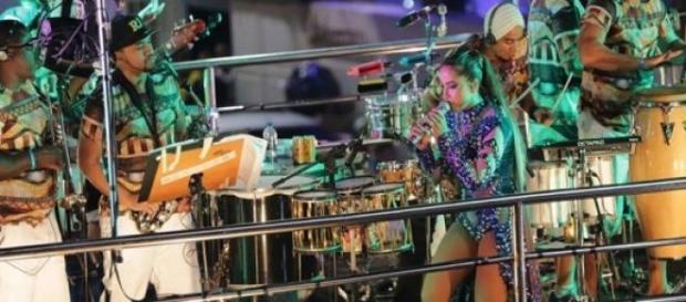 Talentosa? Anitta comanda carnaval em Salvador