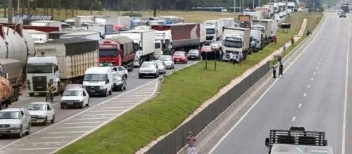 Caminhoneiros querem menor preço no combustível