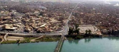 Mossoul, un pont enjambant le Tibre.
