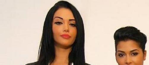 Nabilla et son amie Ayem.