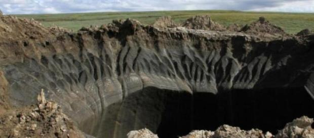 cratere misterioase aparute in Siberia