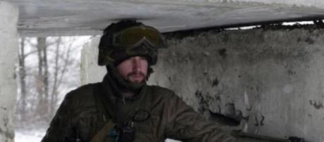 Soldado ucraniano perto de Svitlodarsk