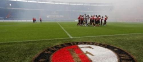 Al Feijenoord stadion match sospesa per disordini