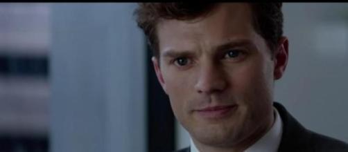 Christian Grey esperando la llegada de Anastasia