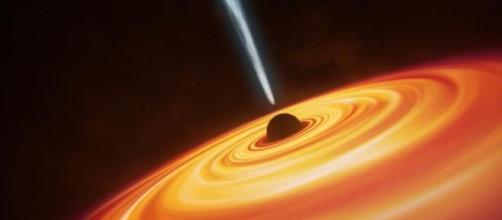 É raro encontrar buracos negros tão antigos