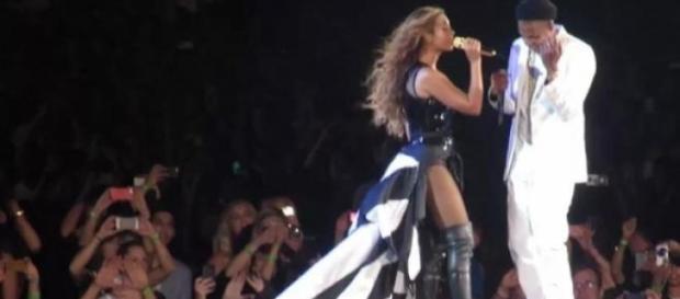 Beyoncé y Jay Z en una de sus actuaciones