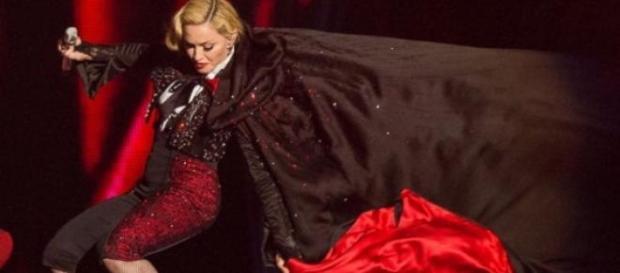 Cazatura de pomina a Madonnei la Brit Awards 2015