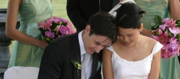 Noiva faz descoberta em casamento.