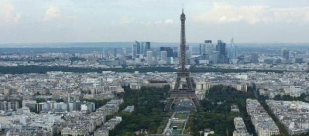 Paris sobrevoada por drones