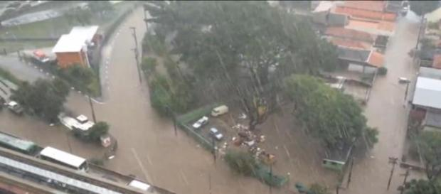São Paulo alagada e congestionada