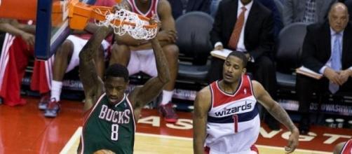 O número 8 dos Bucks afasta-se da NBA aos 26 anos