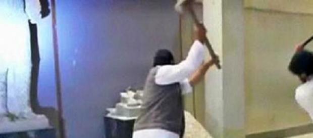 Terroristas destroem Museu em Mossul