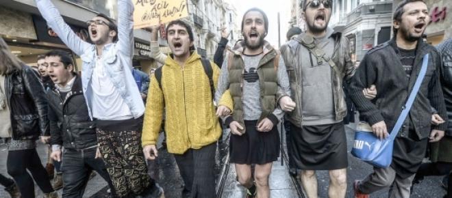 Homens turcos manifestam-se em Istambul pelos direitos das saias