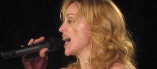 Cantora machucou sua coluna cervical com o tombo