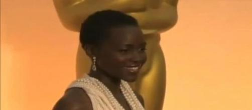 Lupita Nyong'o en la 87 edición de los Oscars