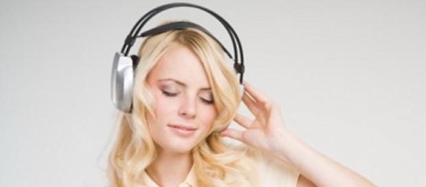 Muzica ascultata cu castile