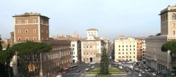 Piazza Venezia: ragazzo 20enne travolto da un bus