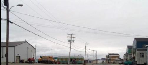 Rue principale de Tasiujaq - Lynette Chubb - CC
