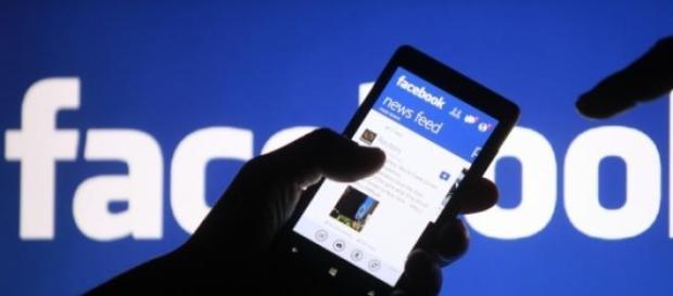 Facebook uses real testers to tweak news feed.