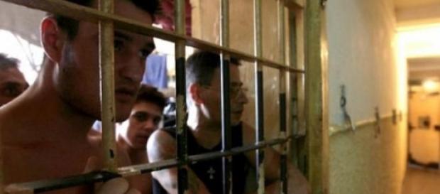 Romania depagubeste detinutii