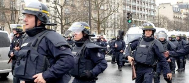 Trupele franceze au identificat 8 suspecti