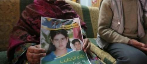 Malak n'a que 14 ans et est prisonnière.