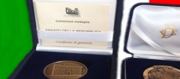 Le due medaglie premio di Camera e Senato