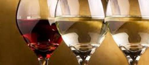 Calici di vino veneto nella bufera