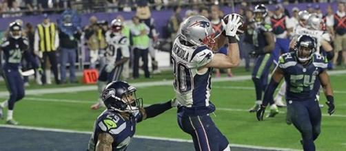 Jogador dos Patriots efectua touchdown decisivo.
