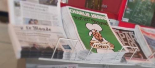 Pila de ejemplares en la estación de tren de Tours