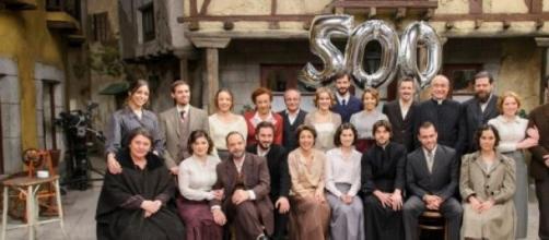 Una foto di gruppo degli attori de Il Segreto