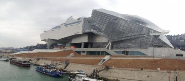 Le bâtiment futuriste du Musée des Confluences