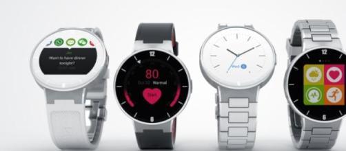 O smartwatch é compatível com Android e iOS.