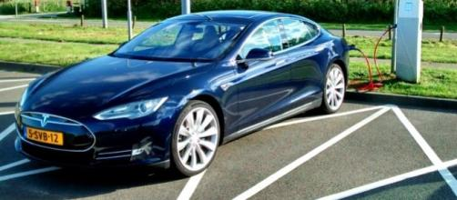 Tesla sedã: Automóvel elétrico de luxo