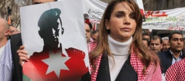 Rania di Giordania manifesta contro l'Isis