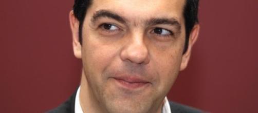 Alexis Tsipras tenta renegociar a dívida.