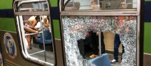 Depredação em metrô após jogo de futebol no Recife